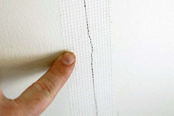 cracks-in-drywall-mesh-tape-over-crack